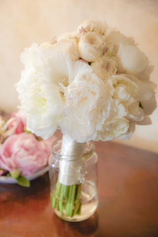 бели божури за сватба, декорация на сватбена агенция Приказен ден, сватбен агент Мариела Уилсън