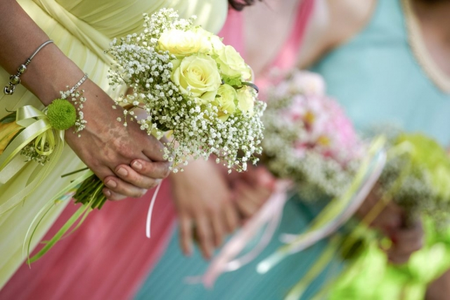 букети за шаферки, шаферски рокли, пролетна сватба в София, декорация на сватбена агенция Приказен ден, сватбен агент Мариела Уилсън
