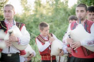 български сватбени традиции, гайдари на българска сватба, декорация на сватбена агенция Приказен ден, сватбен агент Мариела Уилсън