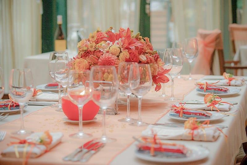 декорация за масите за гости, декорация на сватбена агенция Приказен ден, сватбен агент Мариела Уилсън