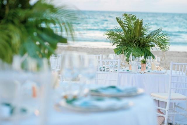 красива сватбена украса, декорация с палмови листа, декорация на сватбена агенция Приказен ден, сватбен агент Мариела Уилсън
