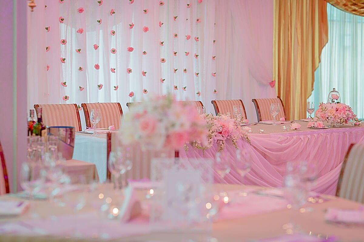 маса за младожецни, декорация на сватбена агенция Приказен ден, сватбен агент Мариела Уилсън