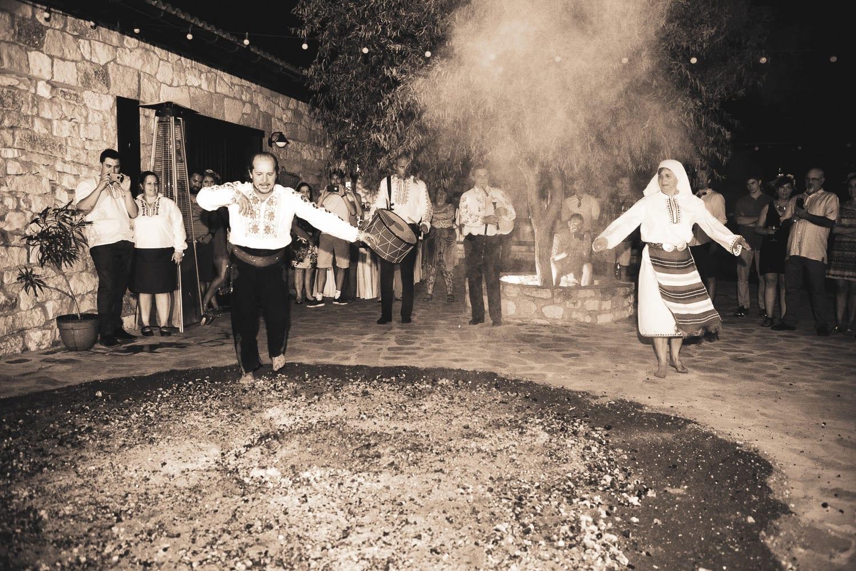 нестинари на сватба в БлексийРама Балчик, български сватбени традиции, декорация на сватбена агенция Приказен ден, сватбен агент Мариела Уилсън