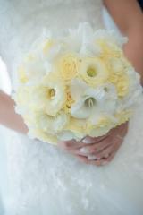 романтичен булчински букет, булчински букет в бяло и бледо жълто, декорация на сватбена агенция Приказен ден, сватбен агент Мариела Уилсън