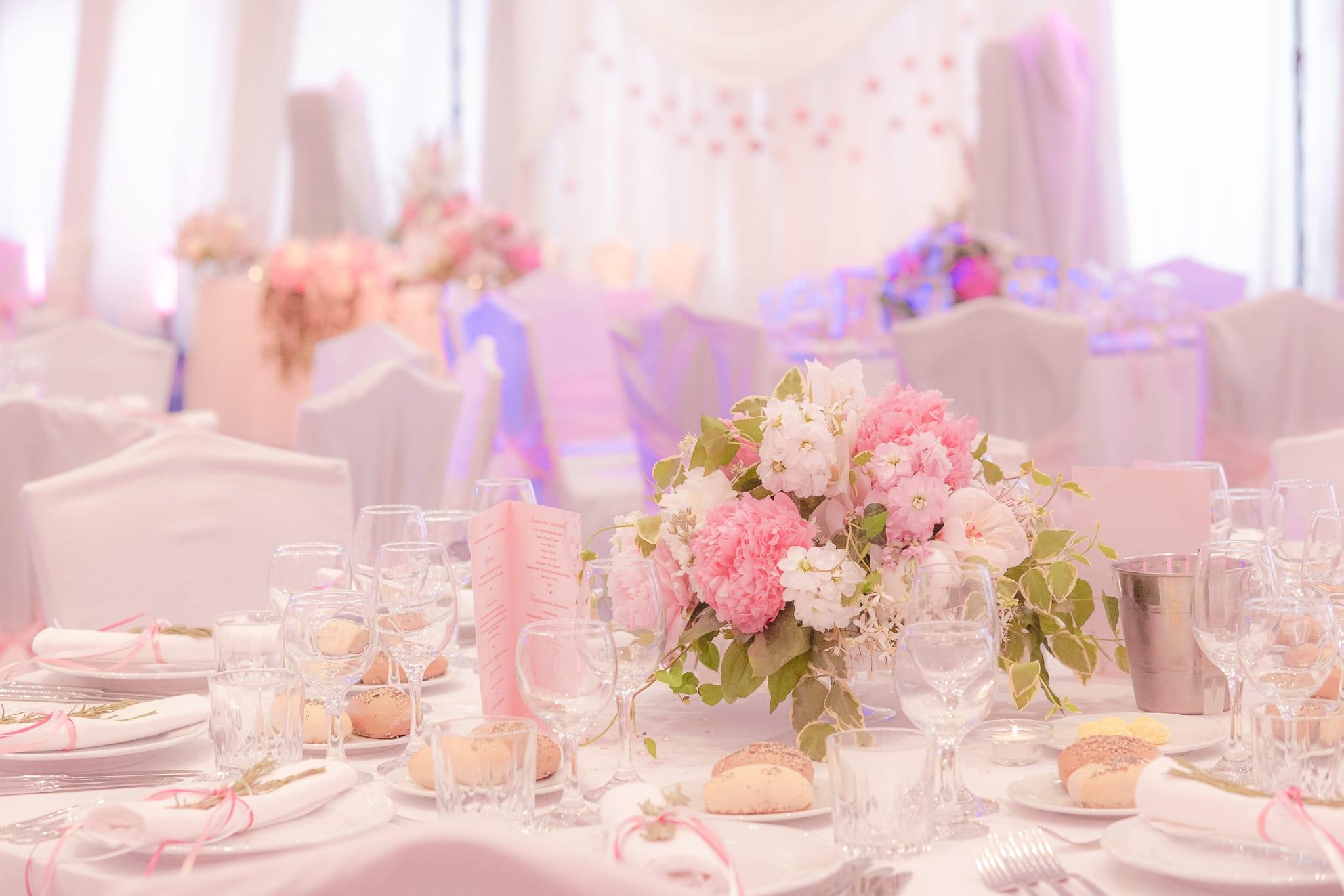 сватба в розово, сватба в София, луксозна сватбена украса, декорация на сватбена агенция Приказен ден, сватбен агент Мариела Уилсън
