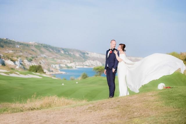 сватба на Тракийски Скали Голф Калиакра, сватбена фото сесия, уникален булчински шлейф,, декорация на сватбена агенция Приказен ден, сватбен агент Мариела Уилсън