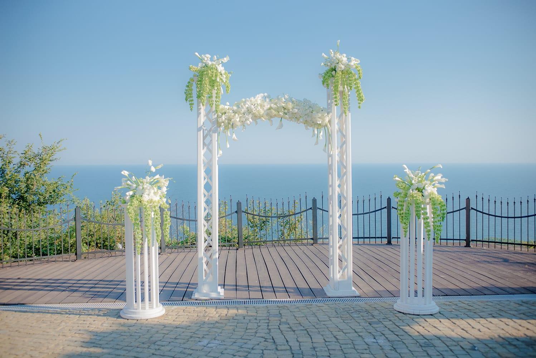сватбена арка Блек сий Рама Голф, блек сий рама сватба, сватбена арка, сватба на морето, декорация на сватбена агенция Приказен ден, сватбен агент Мариела Уилсън