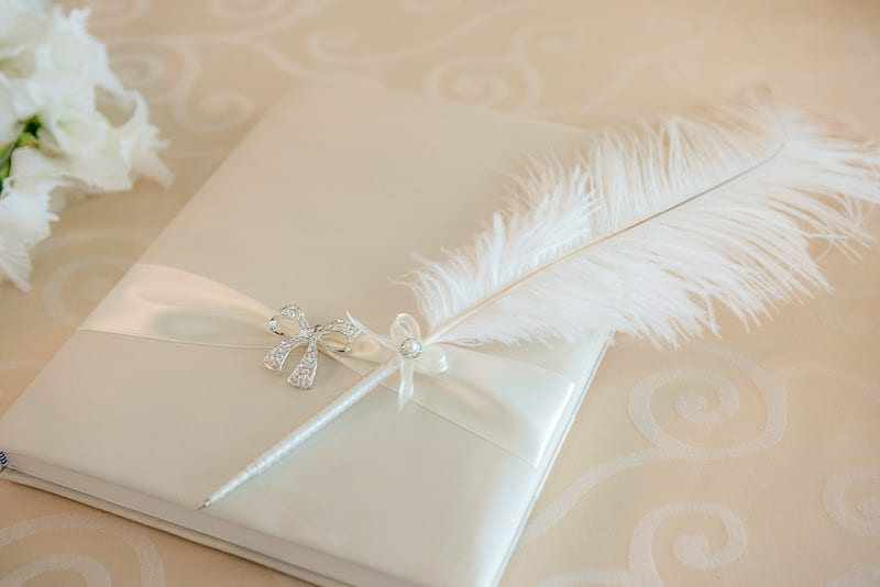 сватбена книга и сватбена писалка, декорация на сватбена агенция Приказен ден, сватбен агент Мариела Уилсън