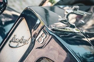 сватбена кола, сватбена лимузина, кола за младоженците, превоз в деня на сватбата, декорация на сватбена агенция Приказен ден, сватбен агент Мариела Уилсън