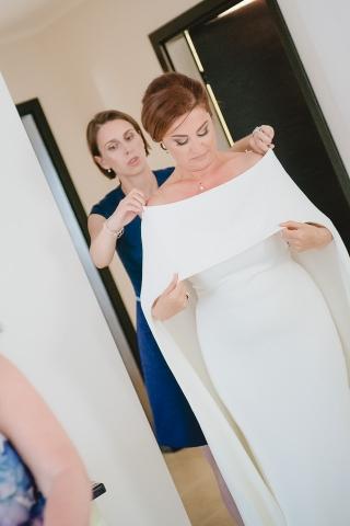 сватбена рокля, подготовка на булката в сватбеният ден, декорация на сватбена агенция Приказен ден, сватбен агент Мариела Уилсън