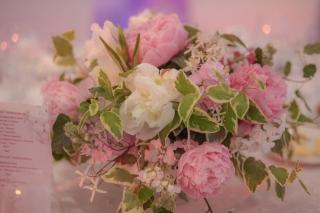 сватбена украса с божури, декорация на сватбена агенция Приказен ден, сватбен агент Мариела Уилсън