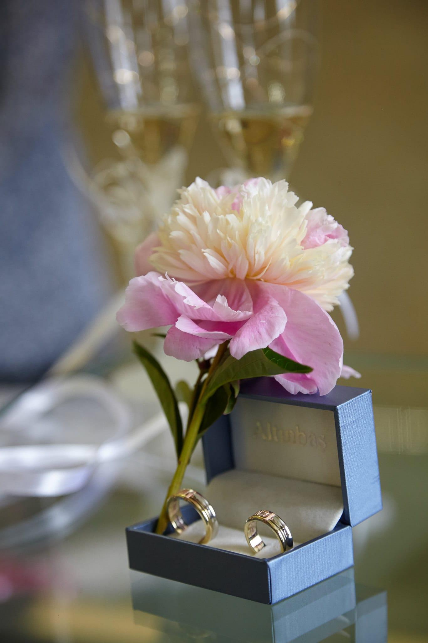 сватбени халки, декорация на сватбена агенция Приказен ден, сватбен агент Мариела Уилсън