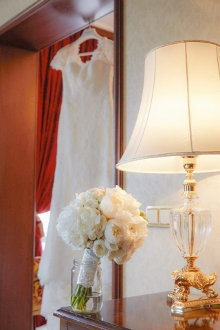 сватбен букет, булчински букет от бели божури, декорация на сватбена агенция Приказен ден, сватбен агент Мариела Уилсън