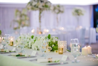 сватба в Блексий Рама Гофл Балчик, пищна сватбена украса, луксозна сватбена декорация, декорация на сватбена агенция Приказен ден, сватбен агент Мариела Уилсън
