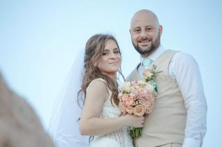 фото сесия на младоженци в хотел Анел Созопол, декорация на сватбена агенция Приказен ден, сватбен агент Мариела Уилсън