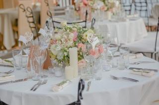 нежна сватбена украса от полски цветя, декорация на сватбена агенция Приказен ден, сватбен агент Мариела Уилсън