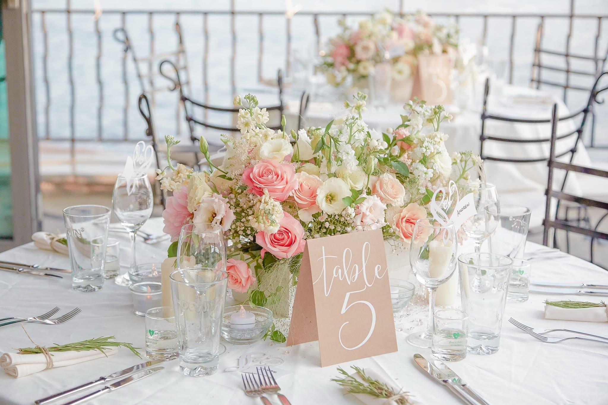 нежни пастелни цветя от сватбена украса, ръстик сватбена декорация, декорация на сватбена агенция Приказен ден, сватбен агент Мариела Уилсън