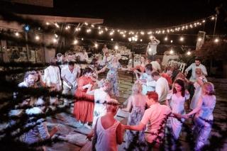 сватбено парти, танци до зори на сватба, българско сватбено хоро, декорация на сватбена агенция Приказен ден, сватбен агент Мариела Уилсън