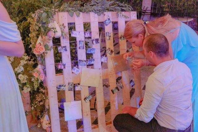 фото кът на сватба, табло за снимки на сватба, Полароид апарат за селфи на сватба, декорация на сватбена агенция Приказен ден, сватбен агент Мариела Уилсън