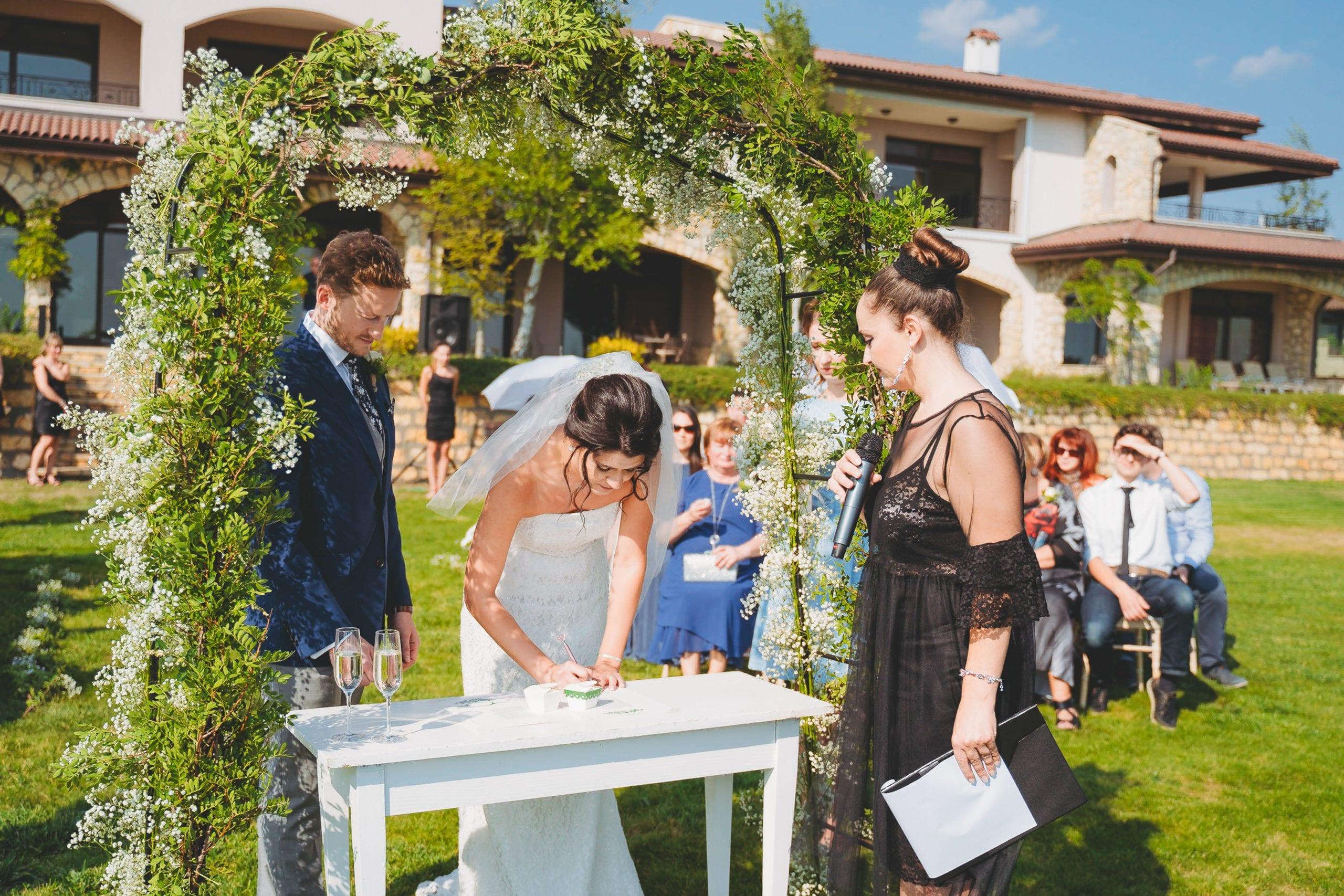 Сватбена церемония, водеща на сватбена церемония